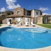 Huis met een zwembad in Sardinië - volgens velen het beeld bij luxe en zwembad.