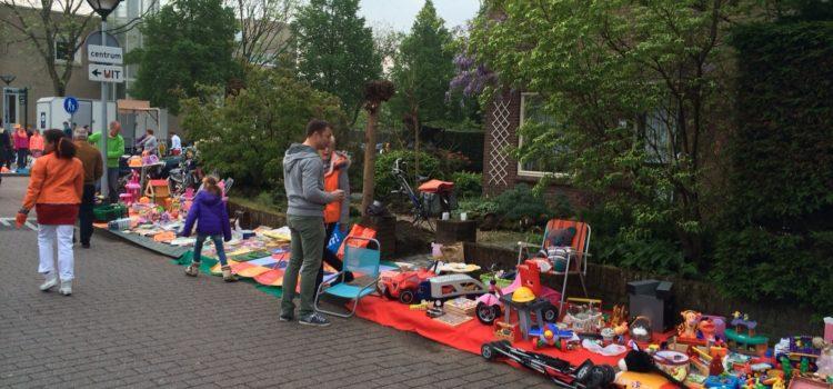 Kleedjesmarkt op Koningsdag in Huizen