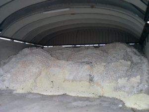 De zoutvoorraad voor Huizen voor als het weer kouder wordt.
